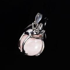 Кулон розовый кварц Бразилия лягушка (биж. сплав) 3 см