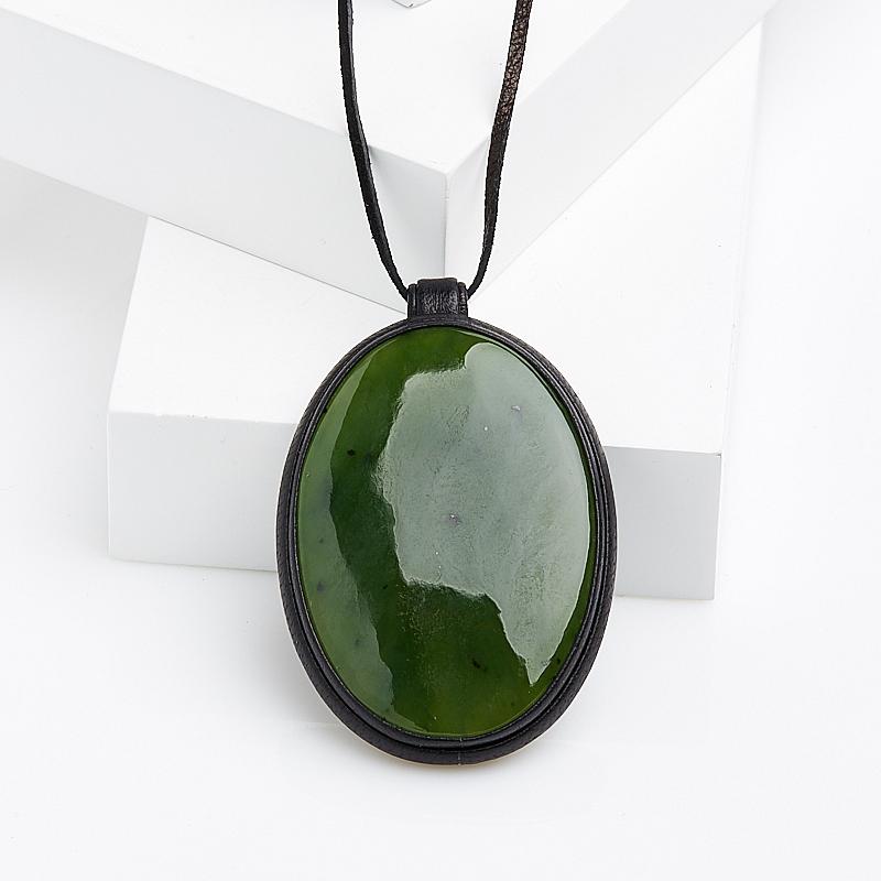 Кулон нефрит зеленый овал (натуральная кожа)