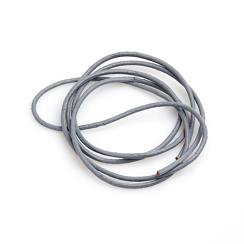 Шнурок серый 70 см (натуральная кожа)