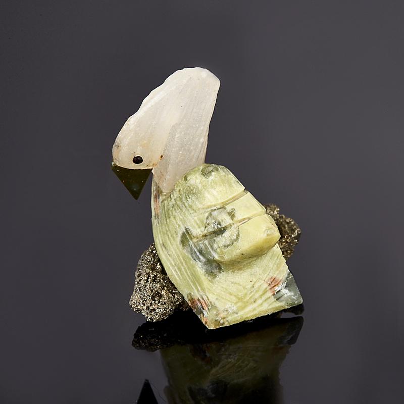 Лебедь гипс, пирит, стеатит 3,5 см