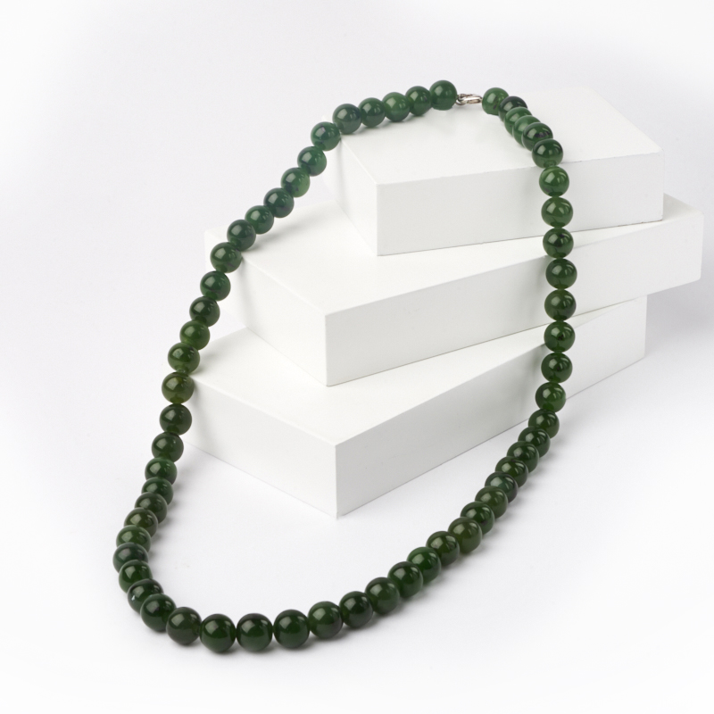 Бусы нефрит зеленый длинные 9 мм 60 см (биж. сплав)