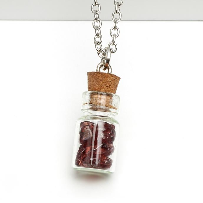 Кулон гранат альмандин Индия бутылочка 2,5 см (биж. сплав)