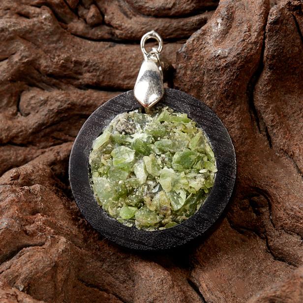 Кулон нефрит зеленый круг (дерево)