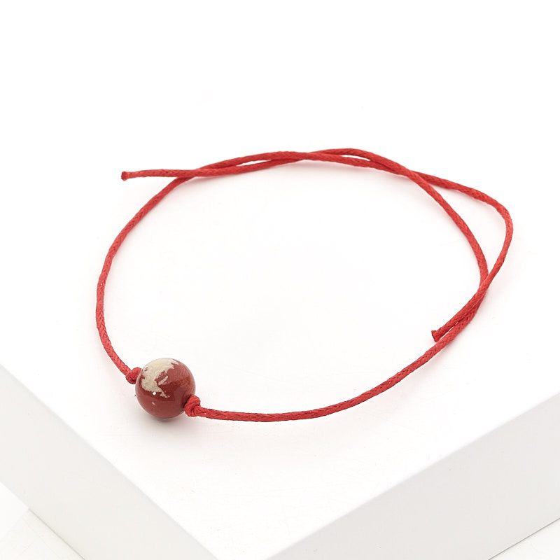 Браслет яшма красная красная нить На семейное благополучие 8 мм регулируемый (текстиль)