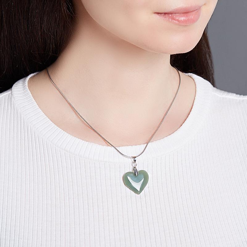 Кулон нефрит зеленый сердечко (биж. сплав) 3,5 см