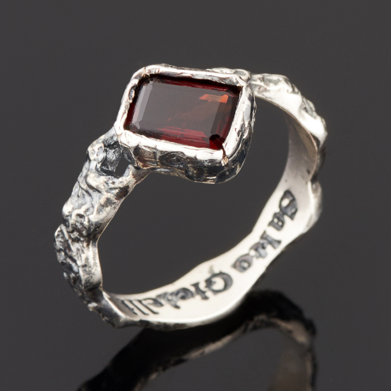 Кольцо гранат альмандин огранка (серебро 925 пр. черн.) размер 17