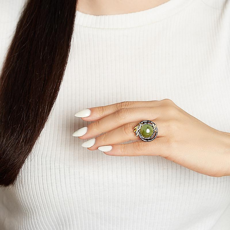 Кольцо нефрит зеленый Россия (серебро 925 пр. родир. черн.) размер 17,5