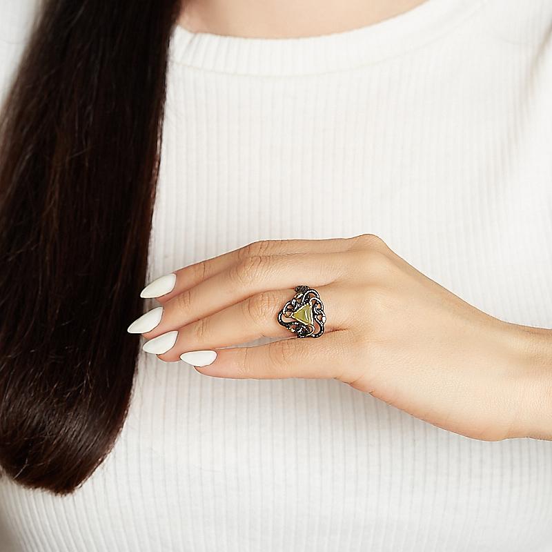 Кольцо нефрит зеленый Россия (серебро 925 пр. родир. черн.) размер 18