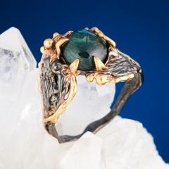 Кольцо турмалин зеленый (верделит) Бразилия (серебро 925 пр. позолота, родир. черн.) размер 17