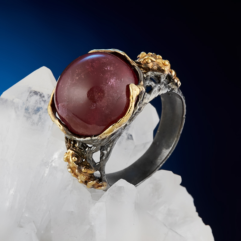Кольцо турмалин розовый (рубеллит) Бразилия (серебро 925 пр. позолота, родир. черн.) размер 18