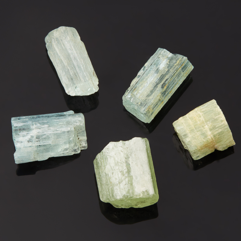 Кристалл аквамарин (0,5-1 см) 1 шт кристалл в породе аквамарин 87х78х68 мм