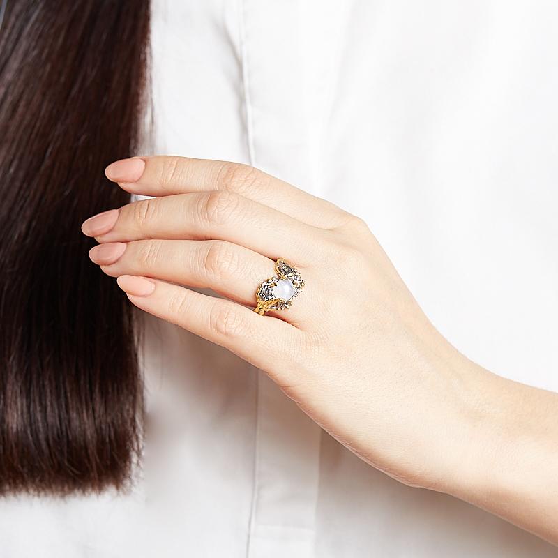 Кольцо лунный камень (адуляр) Индия (серебро 925 пр. позолота, родир. черн.) размер 17,5