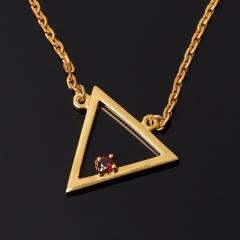 Кулон гранат альмандин Индия (серебро 925 пр. позолота) треугольник огранка