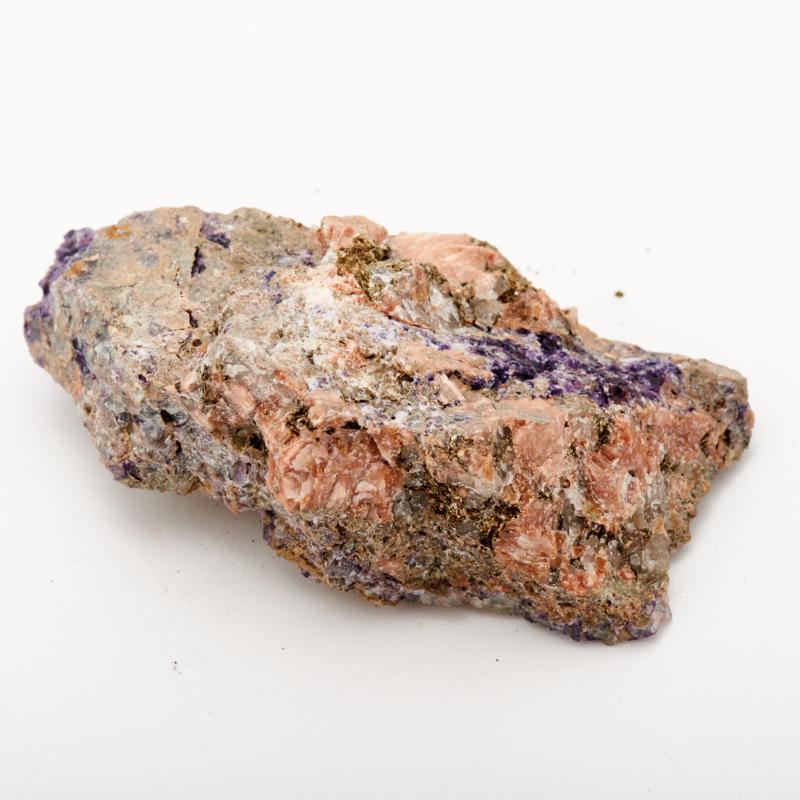 цена Образец флюорит фиолетовый (в породе) M (7-12 см) онлайн в 2017 году