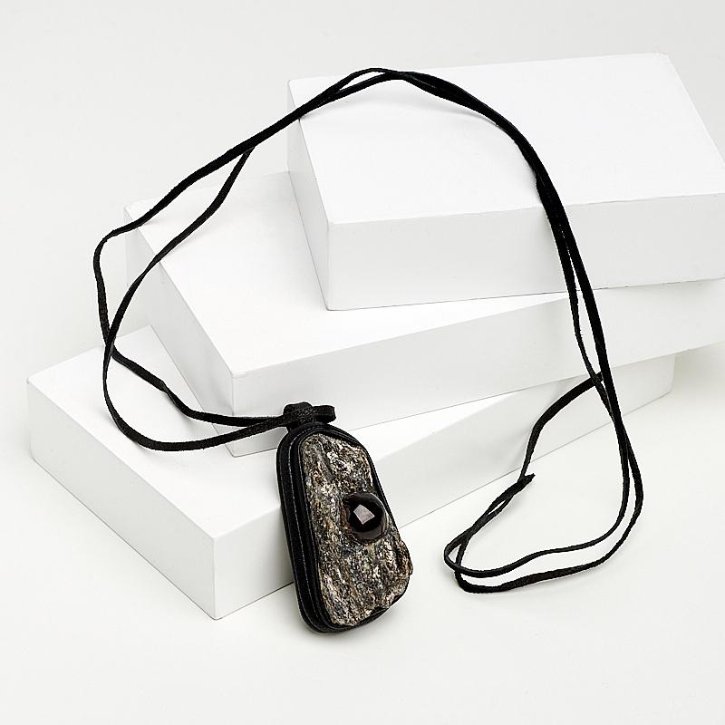 Кулон гранат альмандин Россия (кожа натуральная)