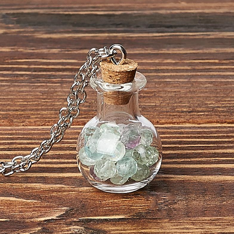 Фото - Кулон флюорит (биж. сплав) бутылочка огранка 3 см кулон опал благородный белый биж сплав бутылочка огранка 3 см