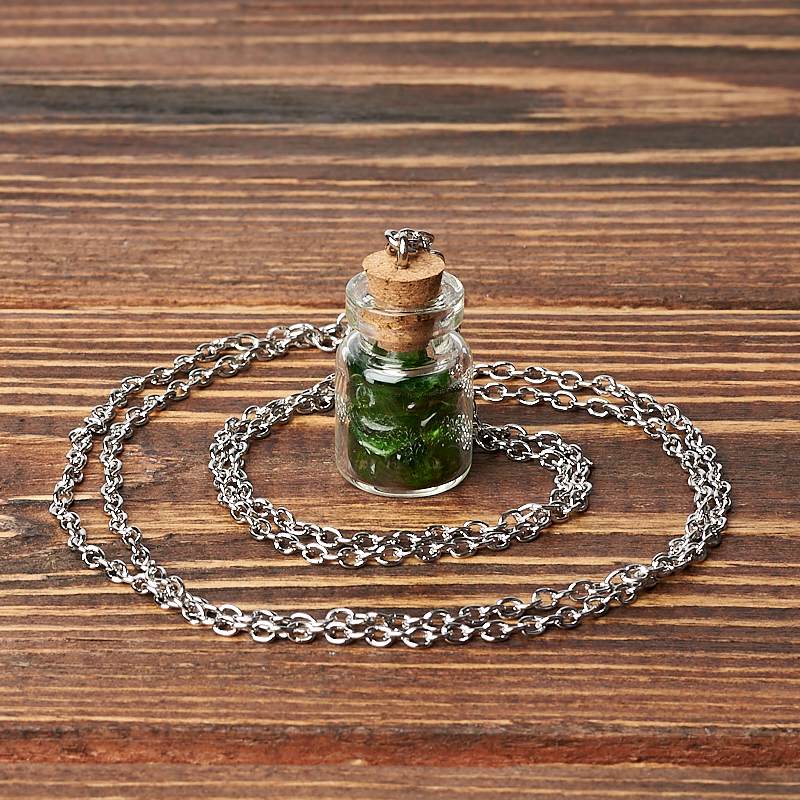 Кулон хромдиопсид Россия (биж. сплав, стекло) бутылочка 3 см