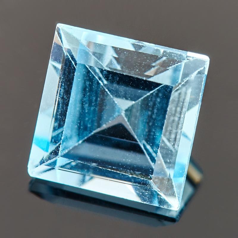 Огранка топаз голубой  8*8 мм