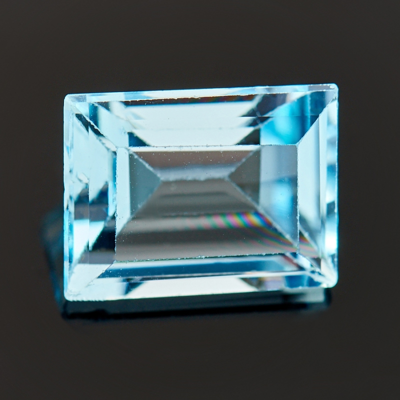 Огранка топаз голубой  6*8 мм
