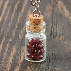 Кулон гранат альмандин Индия (биж. сплав, стекло) бутылочка огранка 2,5 см