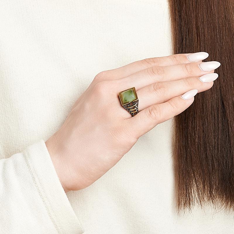 Кольцо нефрит зеленый Россия (серебро 925 пр. позолота, родир. черн.) размер 17