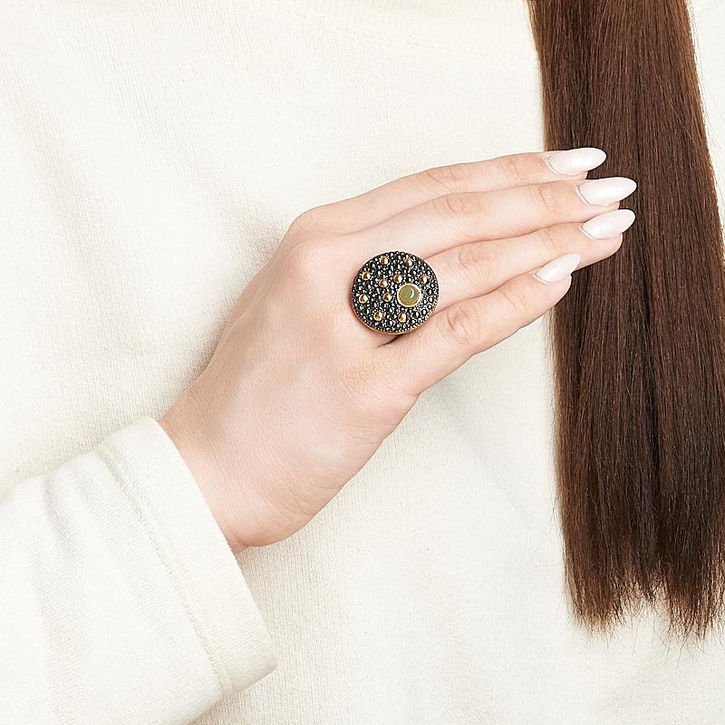 Кольцо нефрит зеленый Россия (серебро 925 пр. позолота, родир. черн.) размер 16,5