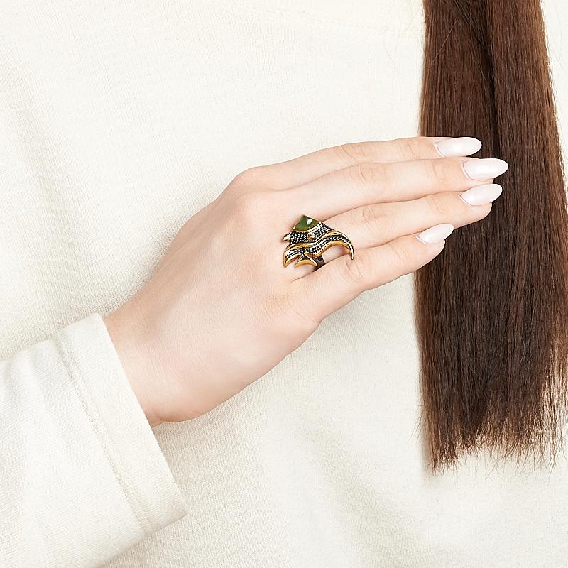 Кольцо нефрит зеленый Россия (серебро 925 пр. позолота, родир. черн.) размер 17,5