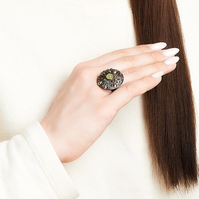 Кольцо нефрит зеленый Россия (серебро 925 пр. позолота, родир. черн.) размер 14,5