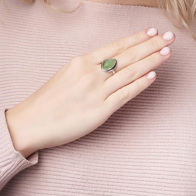 Кольцо нефрит зеленый Россия (серебро 925 пр. родир. бел.) размер 15,5