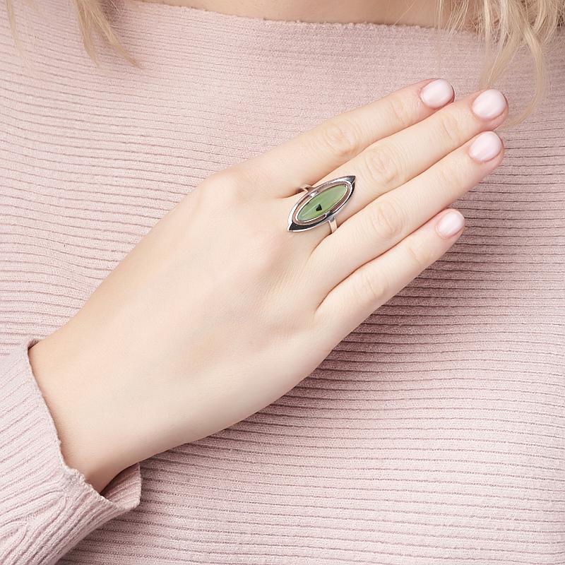 Кольцо нефрит зеленый Россия (серебро 925 пр. родир. бел.) размер 14,5