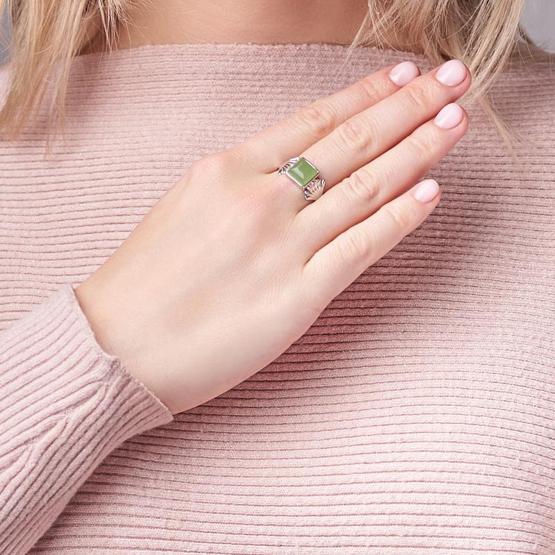 Кольцо нефрит зеленый Россия (серебро 925 пр. родир. бел.) размер 18