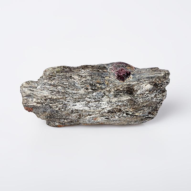 Образец гранат альмандин (в породе) M (7-12 см)