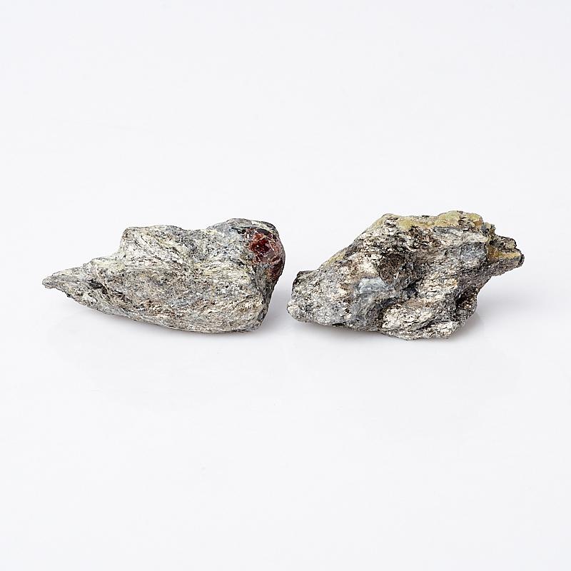 Образец гранат альмандин (в породе) S (4-7 см) (1 шт)