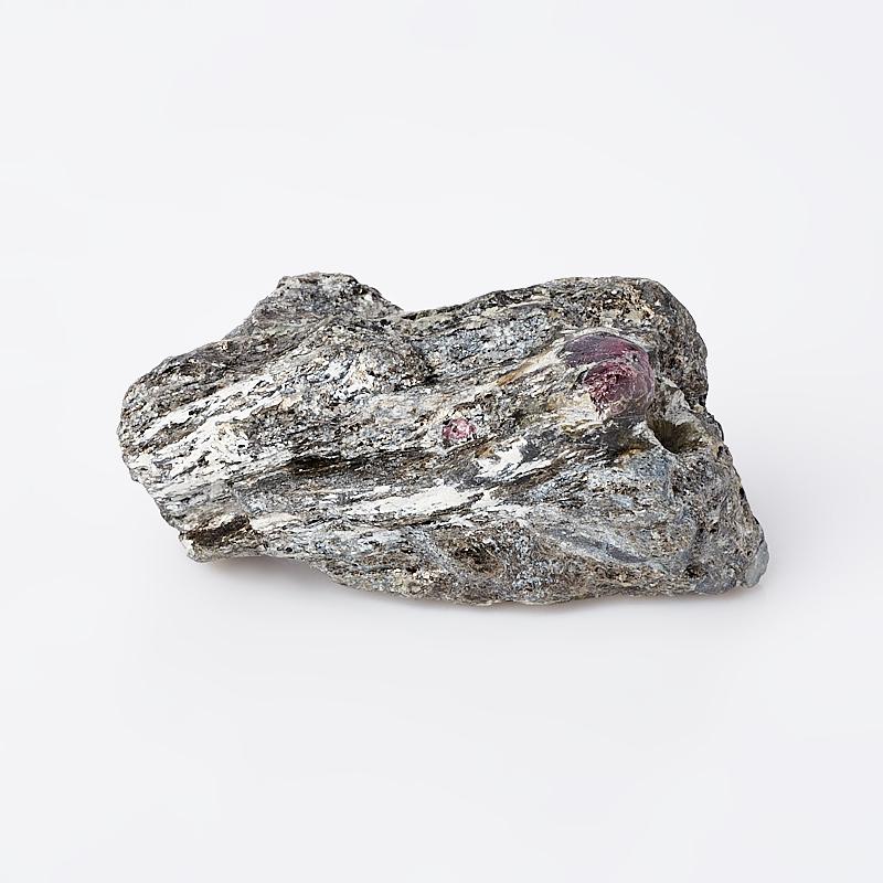 Образец гранат альмандин (в породе) S (4-7 см)