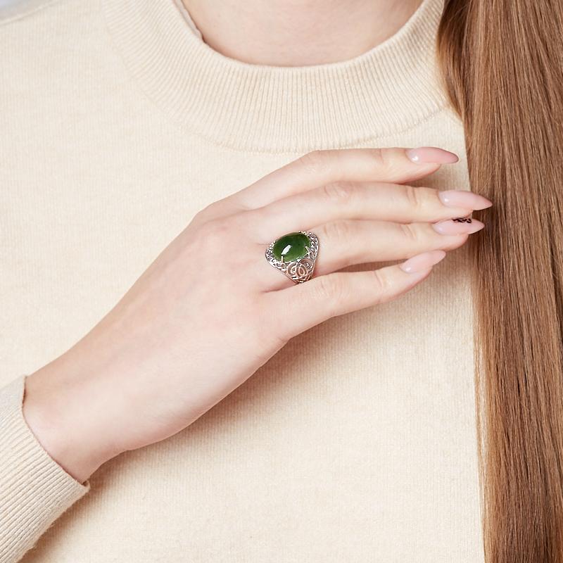 Кольцо нефрит зеленый Россия (серебро 925 пр. родир. бел.) размер 20