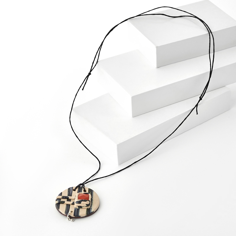 Кулон яшма красная (сталь хир., глина полимерная, текстиль) огранка