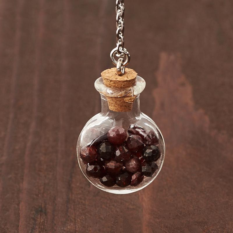Кулон гранат альмандин Индия (биж. сплав, стекло) бутылочка огранка 3 см