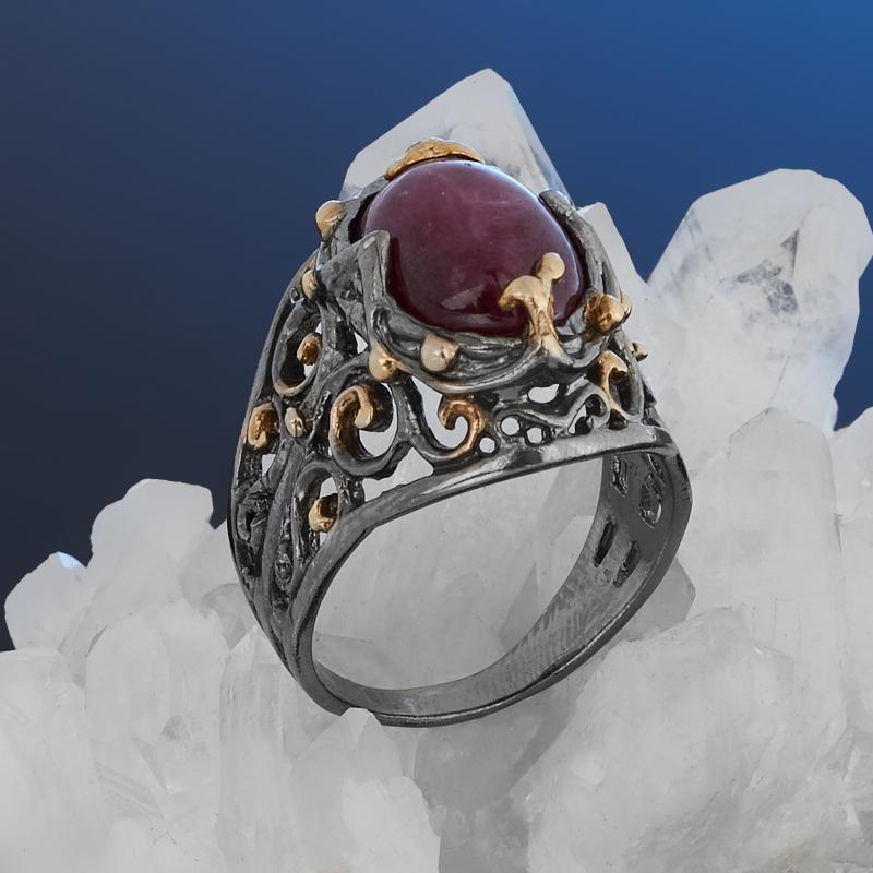 Кольцо корунд рубиновый Нигерия (серебро 925 пр. позолота, родир. черн.) размер 18
