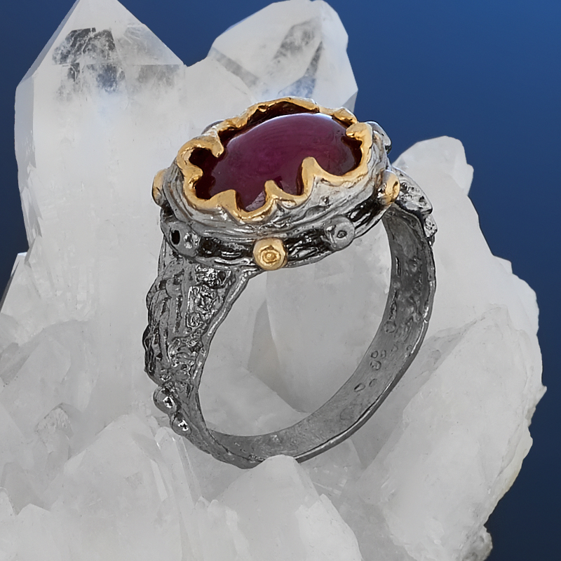 Кольцо корунд рубиновый Нигерия (серебро 925 пр. позолота, родир. сер.) размер 17,5