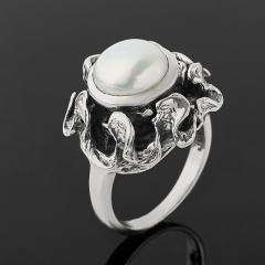 Кольцо жемчуг белый Гонконг (серебро 925 пр. оксидир.) размер 18