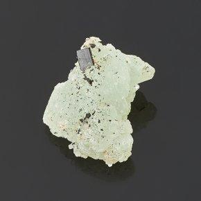 Образец пренит с бабингтонитом Китай (на подставке) (2-2,5 см)
