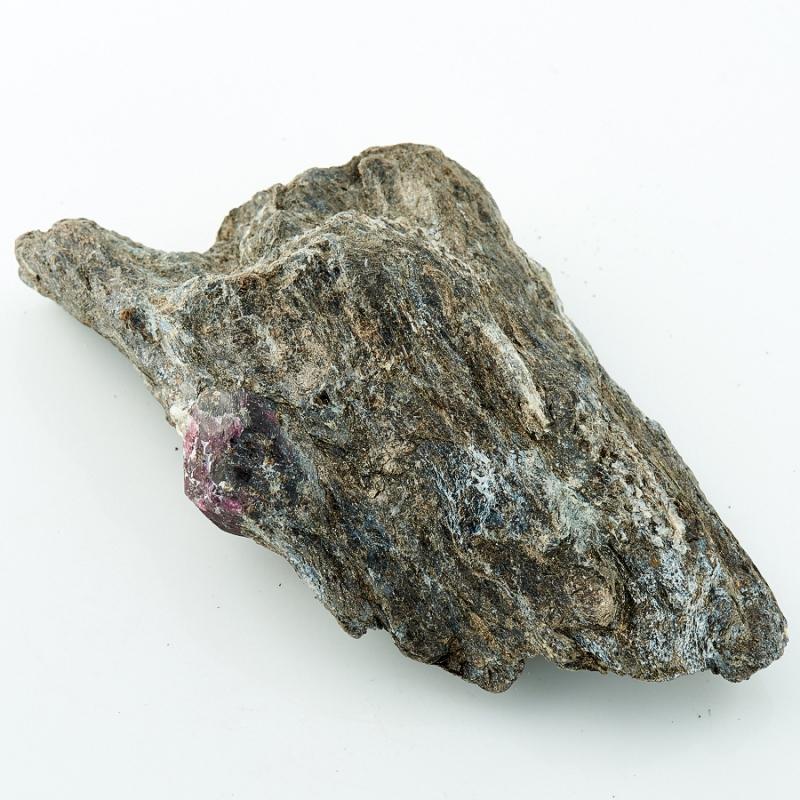 Гранат альмандин в породе Карелия 97х52х22 мм