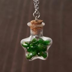 Кулон хромдиопсид Россия (биж. сплав, сталь хир., стекло) бутылочка огранка 3 см