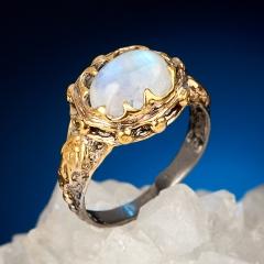 Кольцо лунный камень (адуляр) Индия (серебро 925 пр. позолота, родир. сер.) размер 18,5