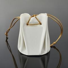 Подарочная упаковка (кожа иск.) универсальная (мешочек объемный) (белый) 65х45х45 мм