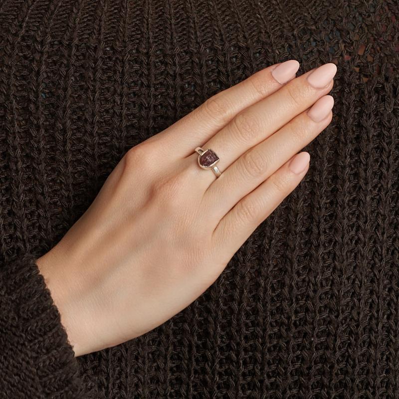 Кольцо турмалин розовый (рубеллит) Бразилия (серебро 925 пр.) размер 16