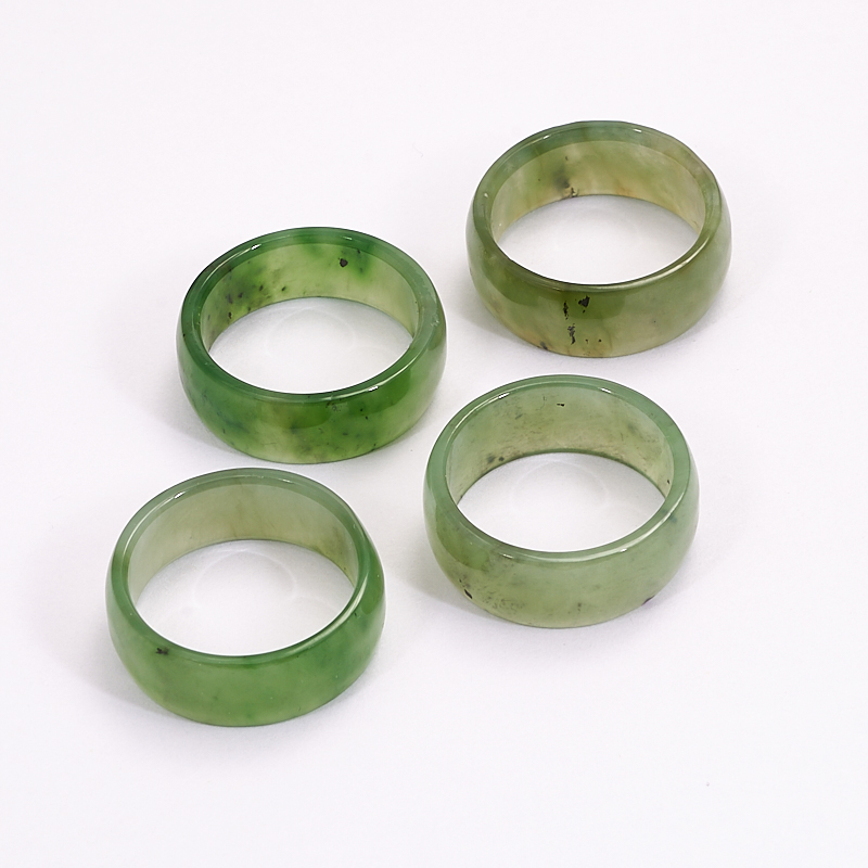Кольцо нефрит зеленый Россия (цельное) размер 16,5