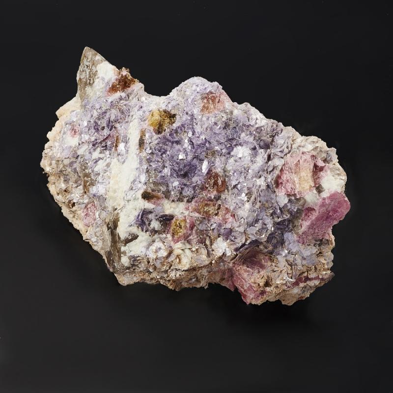 Кристалл в породе турмалин L