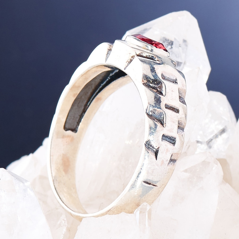[del] Кольцо гранат Индия огранка (серебро 925 пр.) размер 22