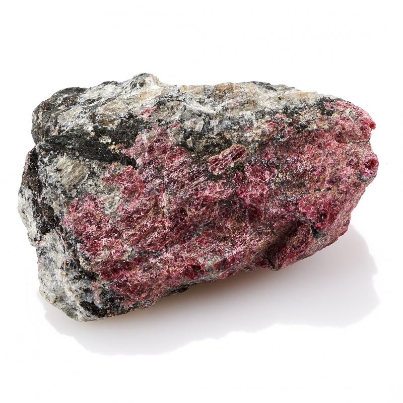 Образец эвдиалит  S 27х48х63 мм от Mineralmarket